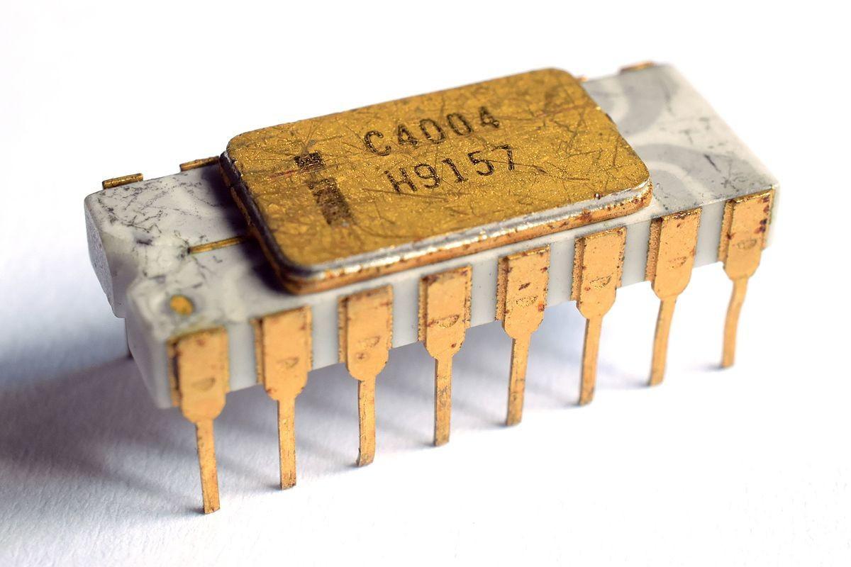 Первый микроконтроллер 4004