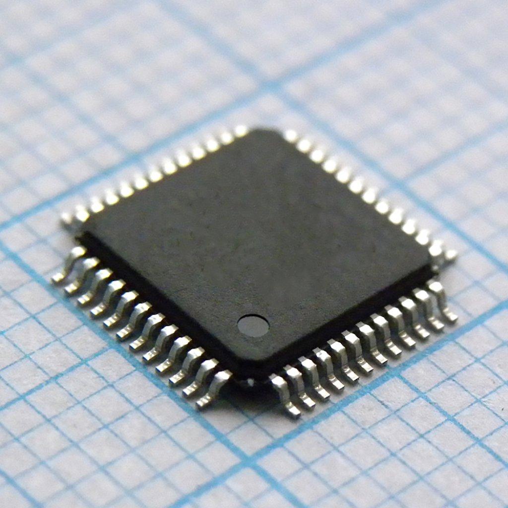 Микроконтроллер в корпусе QFP