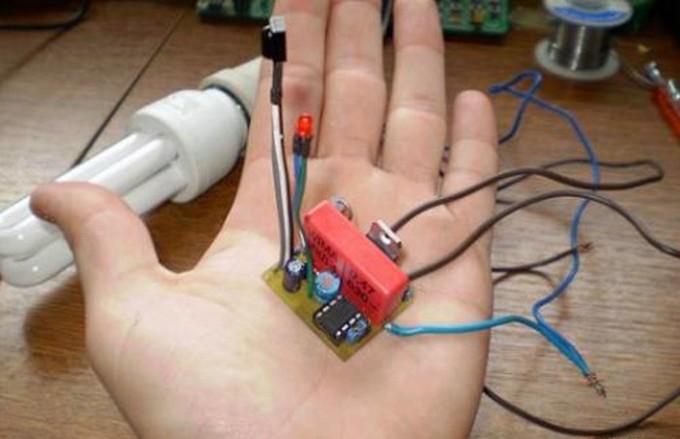 вариант сенсорного выключателя на инфракрасных лучах