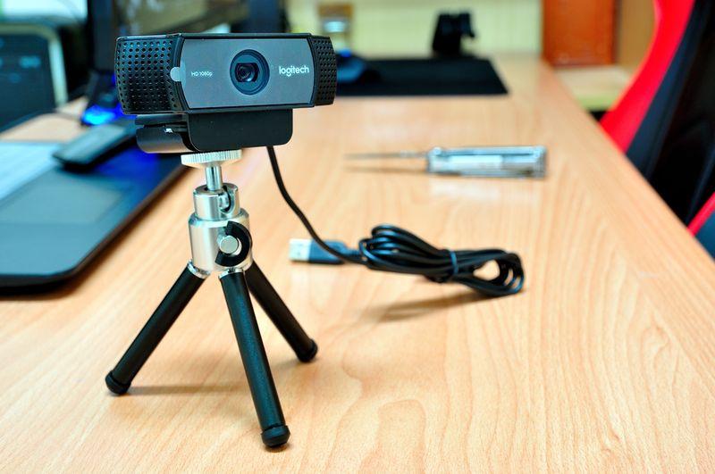 Веб-камера на подставке