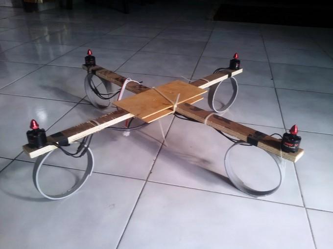 Полностью самодельная конструкция квадрокоптера